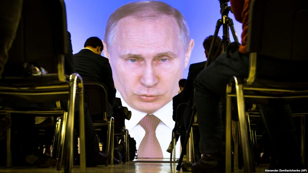 Putin Signs Into Law Bills Banning Fake News and Insults